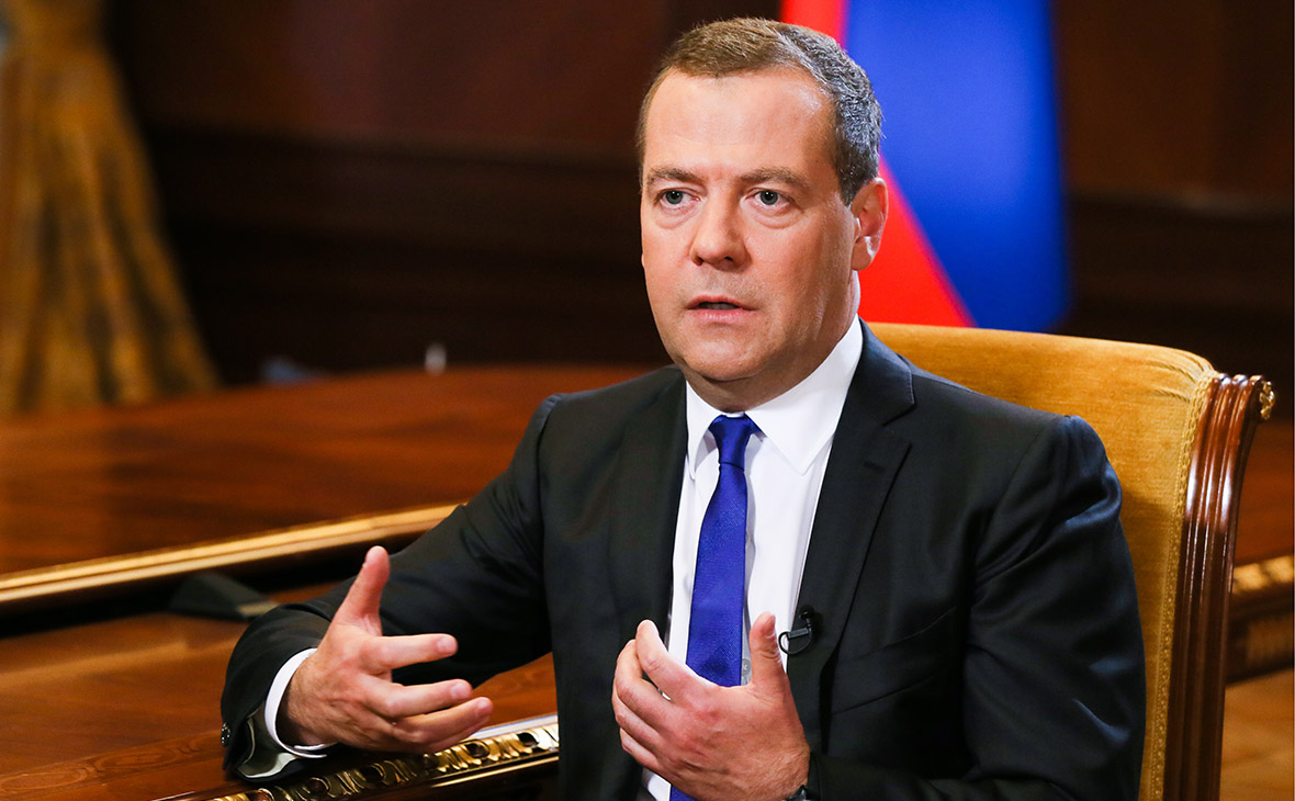 Медведев объяснил остановку …