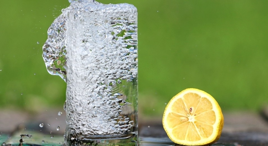 Нарколог объяснил, к чему может привести употребление алкоголя в жару Общество