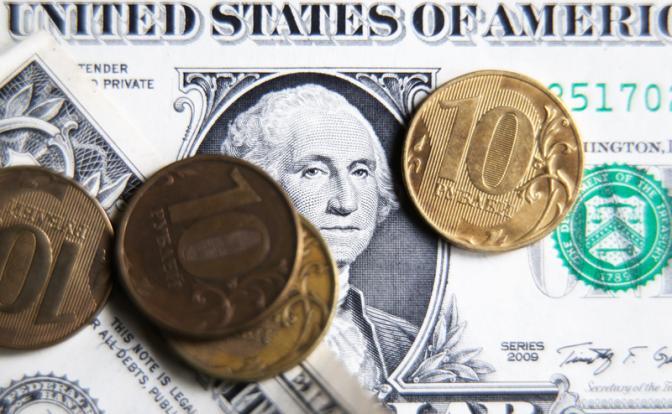 Минфин не даст рублю укрепиться