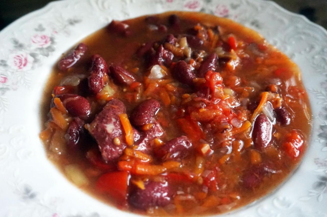 Фасоль с мясом и овощами