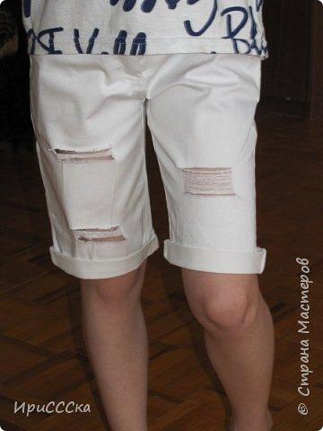 Будем делать модные рваные шорты из старых джинсов. фото 14