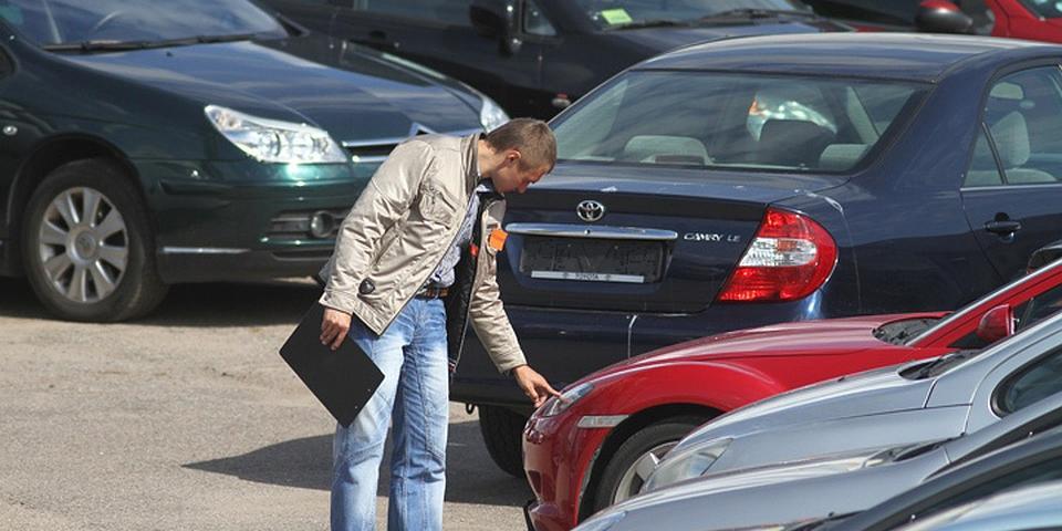 """В России запретят продажу поддержанных машин """"из рук в руки"""""""