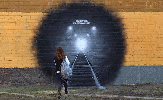 """""""Тьма не страшна,если стремишься к свету"""": В Петербурге закрасили граффити в память о жертвах теракта в метро"""