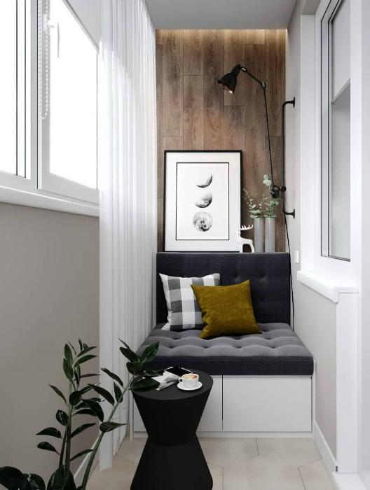 Диванчик и акцентная стена, украшенная деревянными панелями.   Фото: Pinterest.