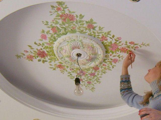 Потрясающе расписывают потолок! У мастеров золотые руки