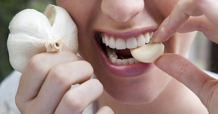 8 благоприятных факторов регулярного употребления чеснока для организма