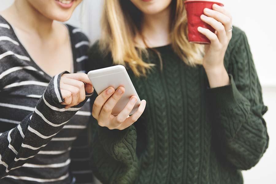 Почему мужчине сложнее познакомиться в сети