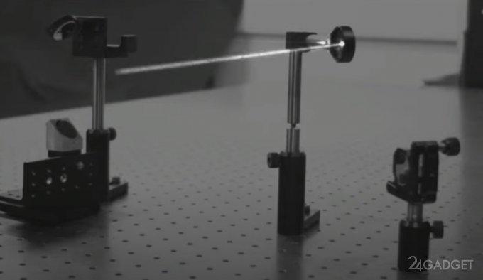 Высокоскоростная камера MegaX зафиксировала движение луча света