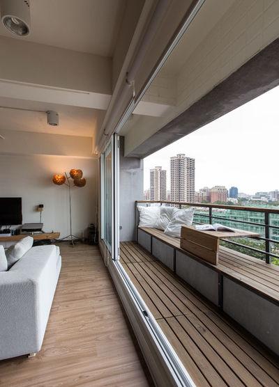 Современный Балкон и лоджия by iAdesign.com.tw