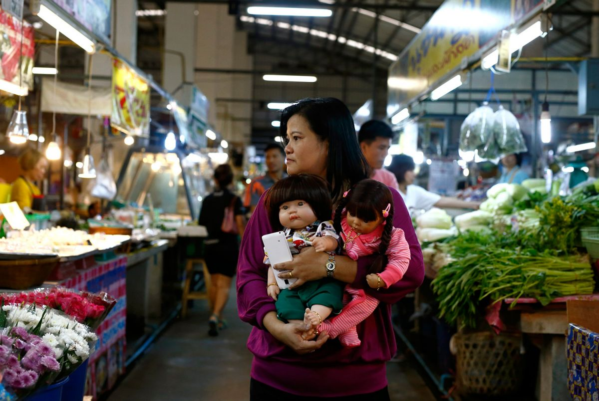 Игрушки для взрослых: как в Таиланде сходят с ума по куклам-талисманам духи,куклы,Таиланд,талисман