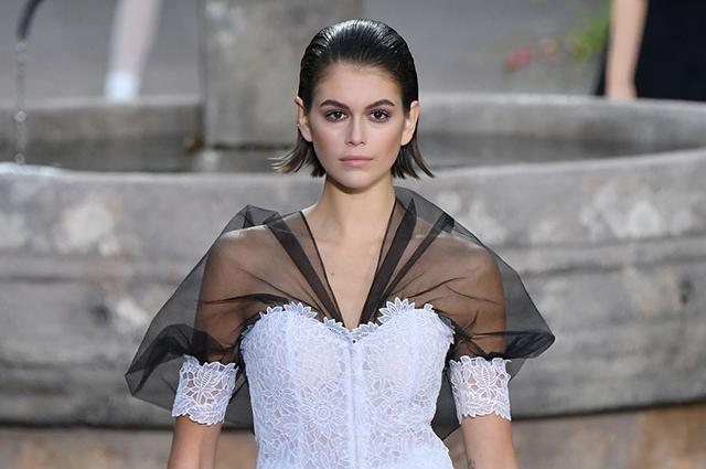 Неделя высокой моды в Париже: Кайя Гербер, Джиджи Хадид и Саша Лусс на показе Chanel