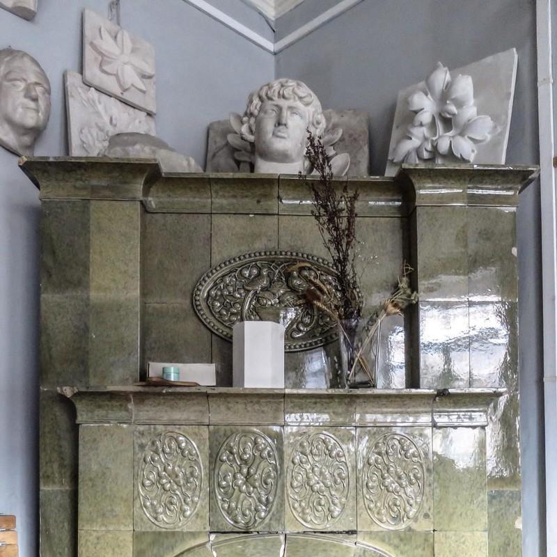 Изразцы изготовлены на финском заводе АБО (город Турку) примерно в 1913. антиквариат, архитектура, история, камины, старый фонд