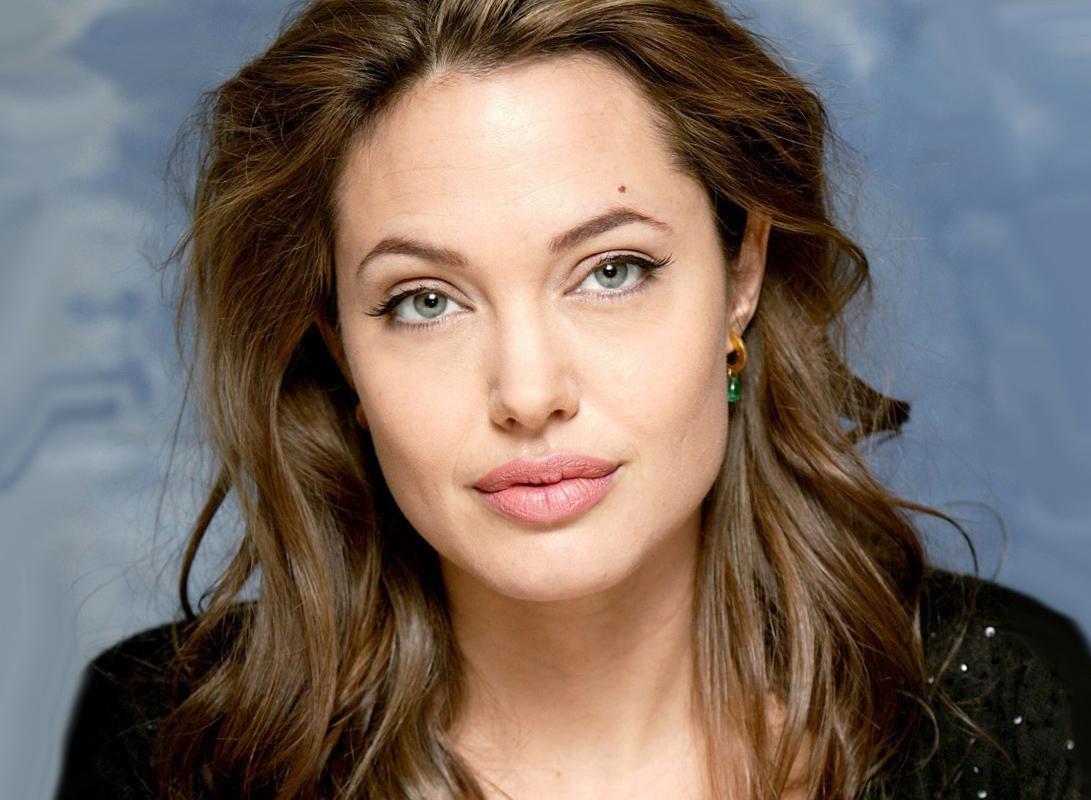 СМИ: Анджелина Джоли вышла замуж