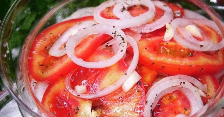 Как приготовлить закуску из помидоров и лука к мясу