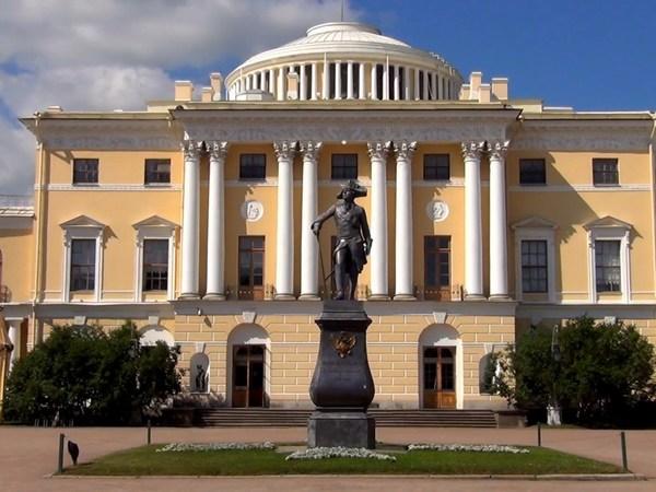 Четыре часа пьяный сибиряк бухал в Павловском дворце с императрицей