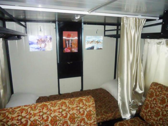 Уютное жилое помещение внутри ульÑновÑкой «буханки». | Фото: carakoom.com.