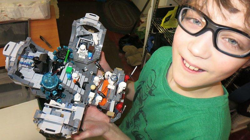 В американском доме, где в месяц на семью тратят $855, любимой игрушкой является Lego в мире, дети, игрушка, люди, страны
