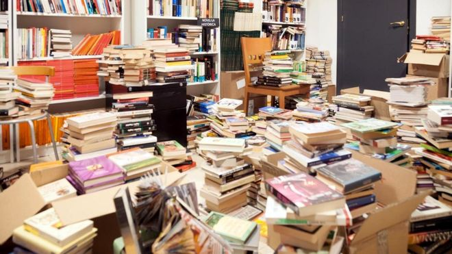 После того как мы прочитаем книгу, она отправляется на полку. Шансов на то, что мы снова когда-то откроем ее, довольно мало. Тем не менее она остается в нашем доме