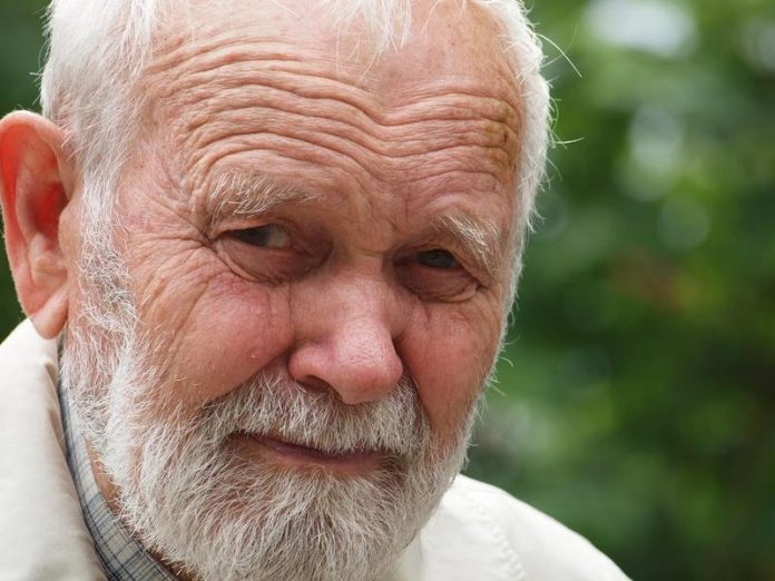 Дед не смотря ни на что выпо…
