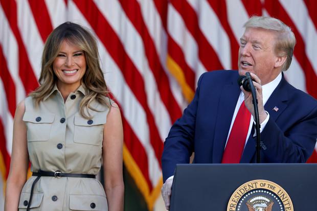 Какой образ выбрала Мелания Трамп для первого официального выхода из Белого дома? (фото 2)