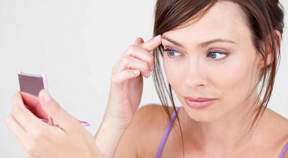 Лайфхаки для макияжа: что делать с нависающим верхним веком