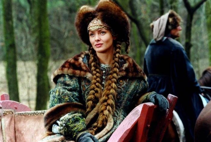 """Изабелла Скорупко в роли Елены Курцевич в киноэпопее """"Огнем и мечом""""."""