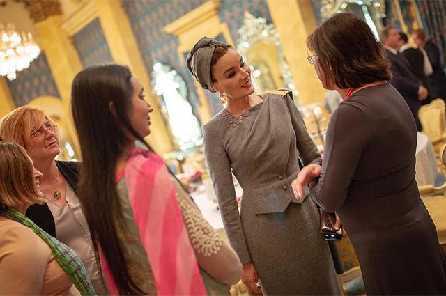 Шейха Моза в костюме от Ульяны Сергеенко посетила торжественный обед звездный стиль