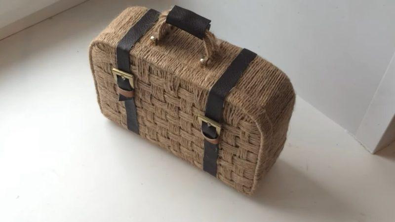 Необычный, очаровательный и очень красивый чемоданчик из джута