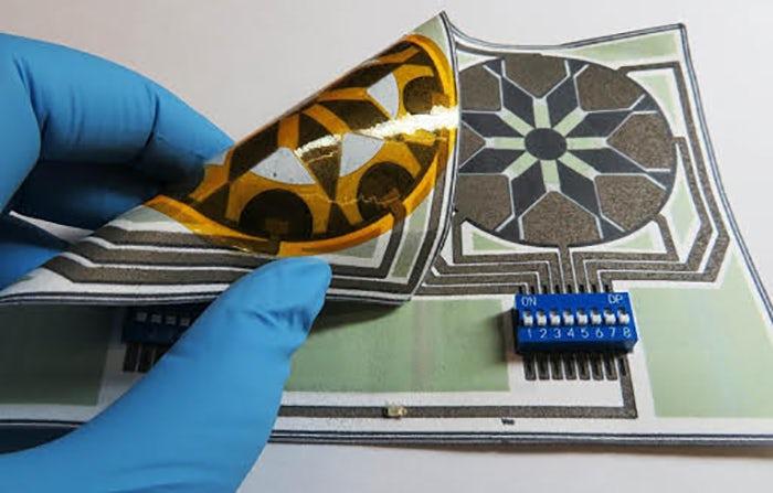Бумажная батарея, которая работает на слюне