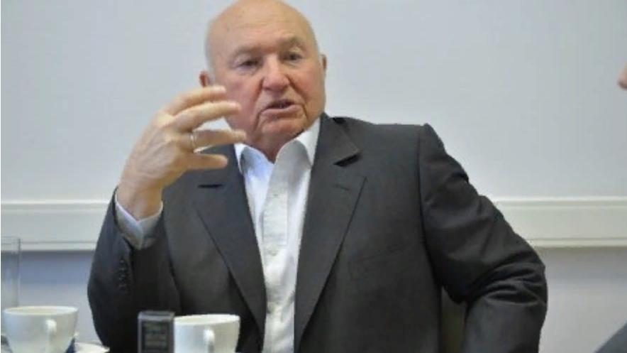 Лужков приписал заслуги Путина по Курилам Немцову: «Это требовало гражданского мужества»