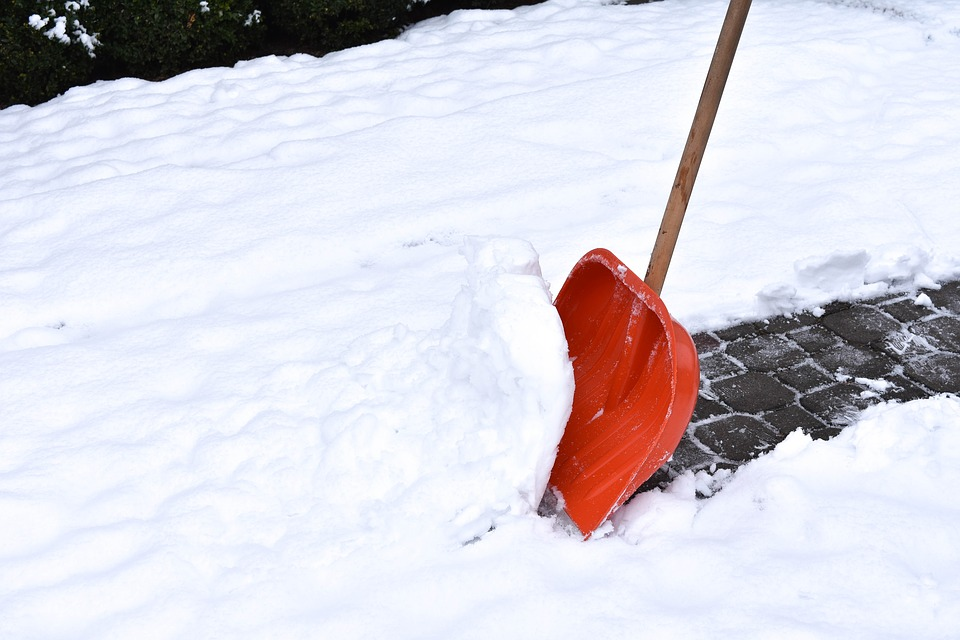 Расчистка снега картинка