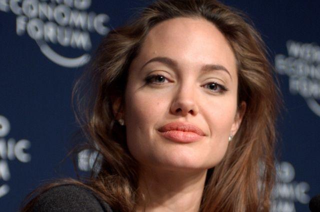 Анджелина Джоли приехала в бывшую «столицу» ИГ в Ираке