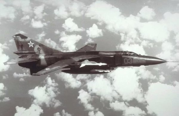 Летчики НАТО потеряли дар речи, увидев летящий с пустой кабиной МиГ-23