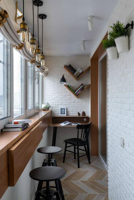 Лоджия с барной стойкой и рабочим столиком.   Фото: amadgital.com.