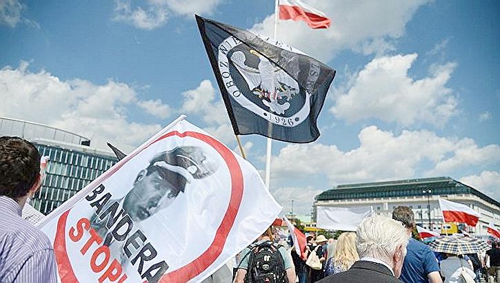 У Порошенко обещают: Польше ответим силой, будут вынуждены приветливо улыбаться