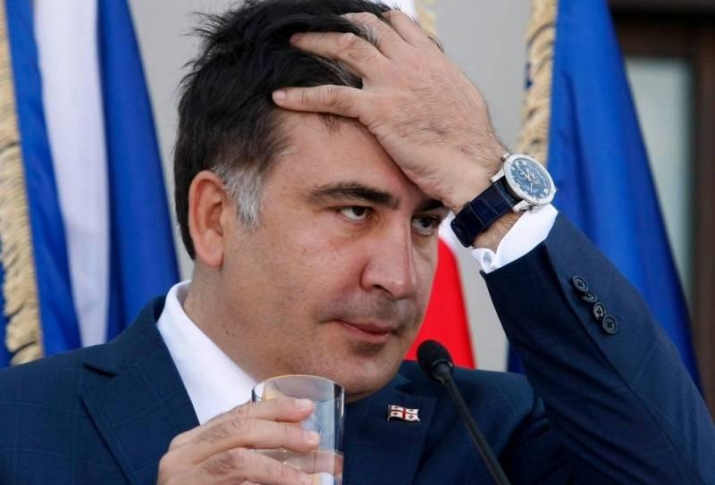 Саакашвили рассказал, зачем жевал галстук в 2008 году