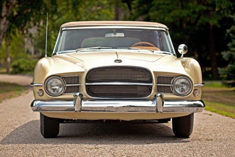 Firearrow очень понравились предпринимателю Евгену Казароллу (Eugene Casaroll) и он договорился с Chrysler о производстве на основе концептов небольшой серии эксклюзивных автомобилей. Так родилась компания Dual-Ghia. Dual-Ghia, ghia, авто, автодизвйн, автомобили, кабриолет, олдтаймер, ретро авто