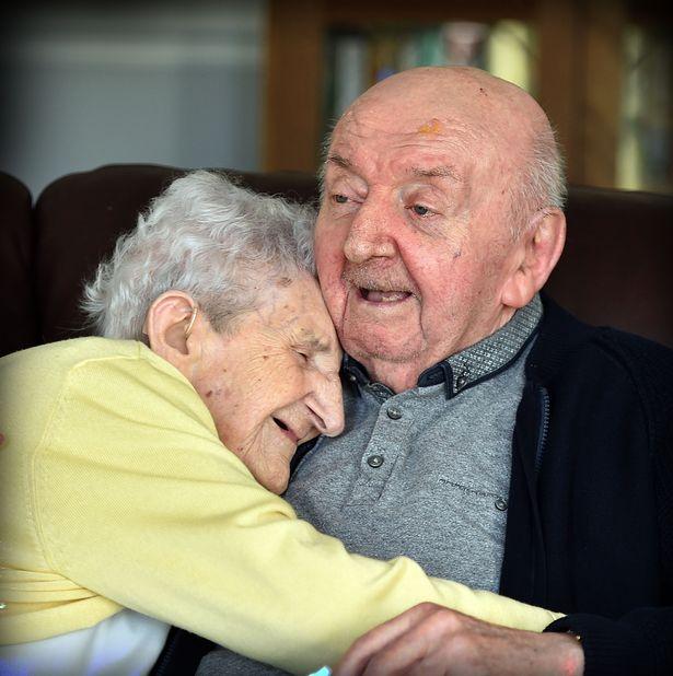 Этой женщине 98 лет и она совершенно не нуждается в уходе. Узнав причину по которой она переехала в дом престарелых — я не могла удержать слёз…