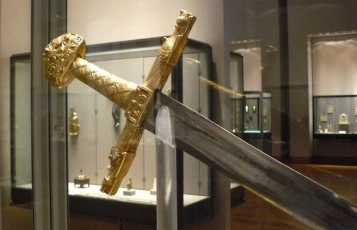 Легендарные клинки, ставшие артефактами