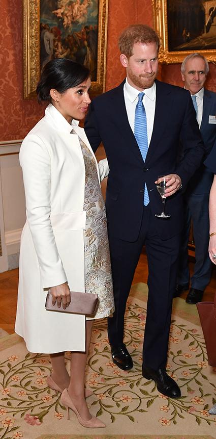 Кейт Миддлтон, принц Уильям, Меган Маркл и принц Гарри на приеме в Букингемском дворце Монархии