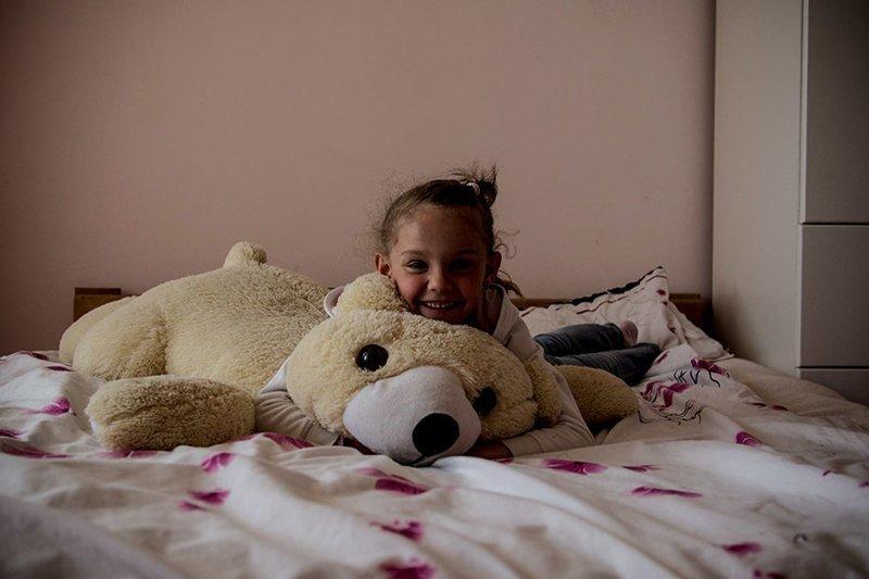 В украинском доме, где в месяц на семью тратят $10090, любимая игрушка — большая мягкая игрушка в мире, дети, игрушка, люди, страны