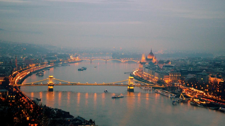 Люксембург предлагает выдвинуть вопрос членства Венгрии в ЕС на референдум Политика