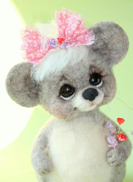 Войлочные игрушки - мышка с бантиком. Фото