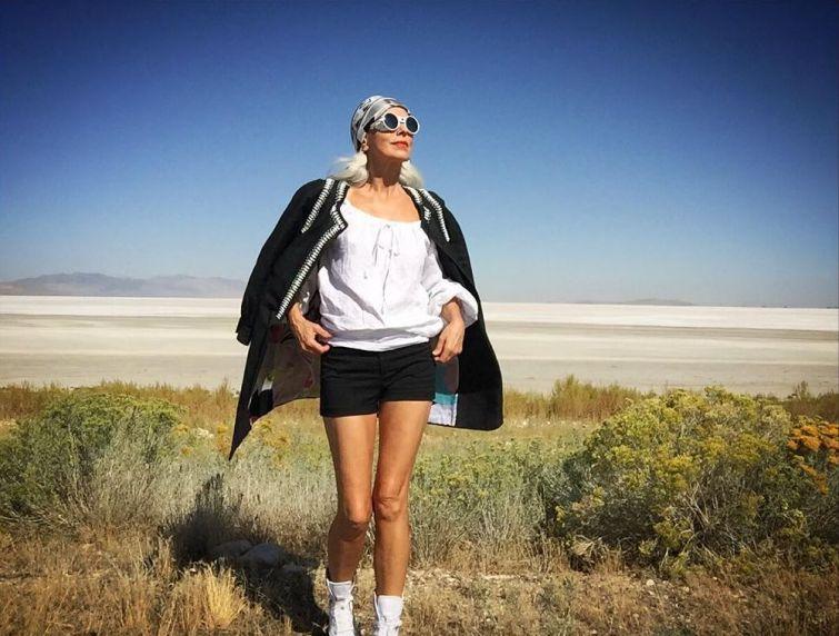 babushka-supermodel-v-svoi-61-ona-vyglyadit-bezuprechno_015
