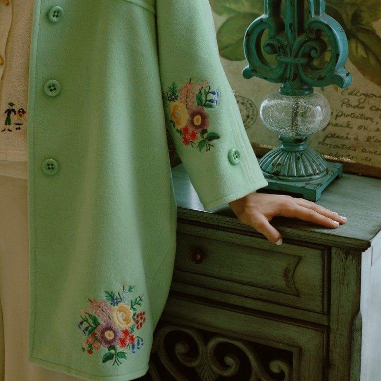 Этой весной мода на пaльто с вышивкой!