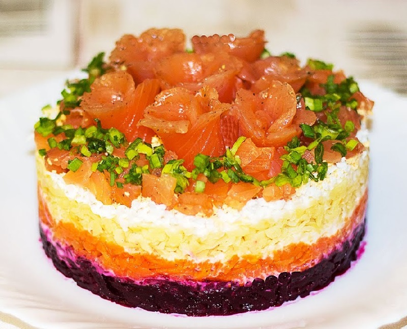 салат с красной рыбой и болгарским перцем