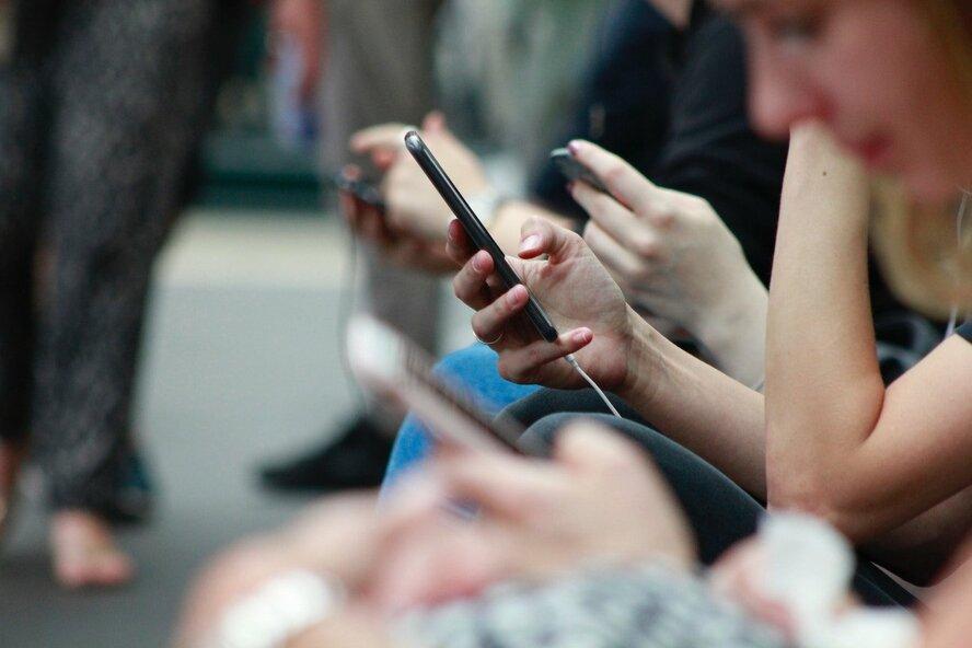 Почему дети ищут шок-контент в соцсетях и вступают в опасные сообщества? Рассказывает подросток
