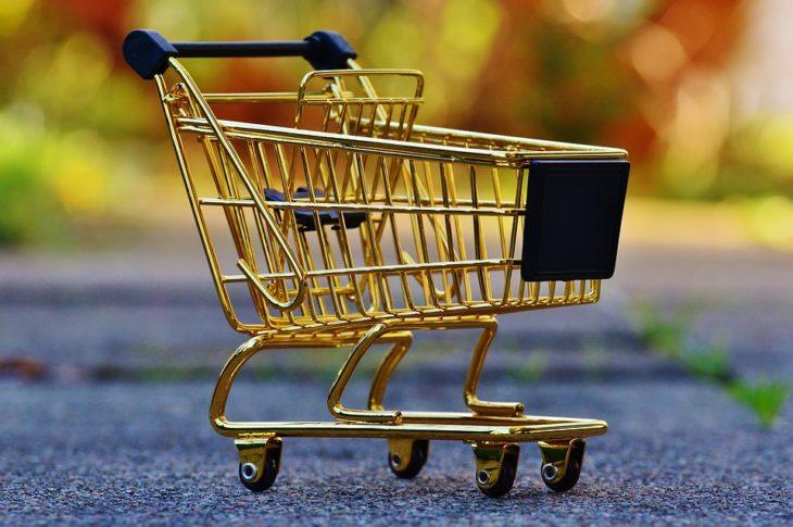 Сажая малышей в тележку супермаркета вы рискуете их жизнями