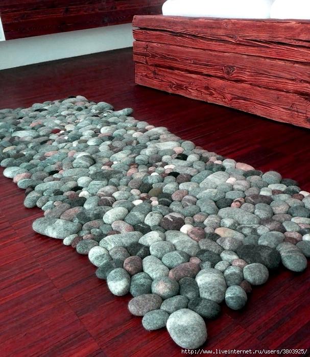 Думала, что коврик сделан из морских камней, однако нет...