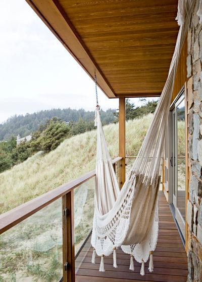 Морской Балкон и лоджия by Jessica Helgerson Interior Design